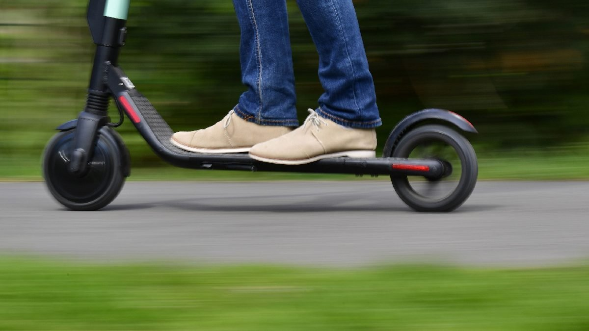 10 Best Electric Scooters in Singapore | LTA Compliant [2021]