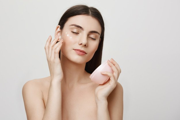 10 Best Face and Body Moisturizers in Singapore [2021]