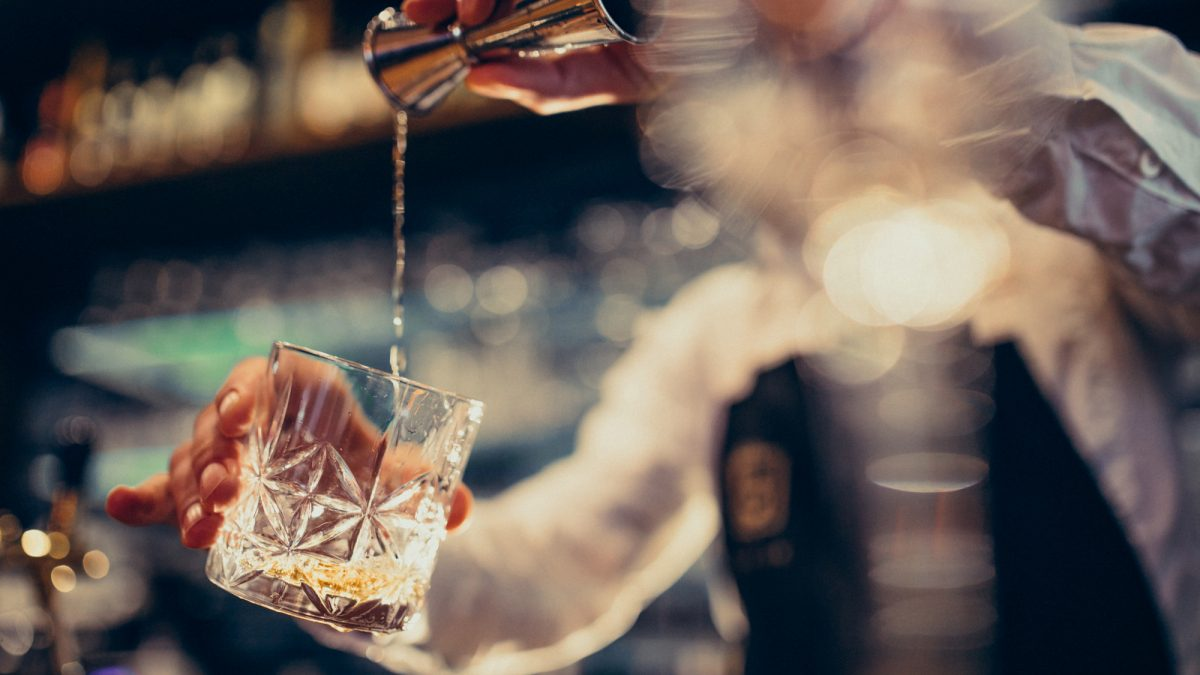 10 Best Quiet Bars That You Should Visit After A Long and Tiring Day